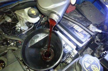 Замена масла в двигателе фольксвагена Поло седан своими руками - какое и сколько лить видео